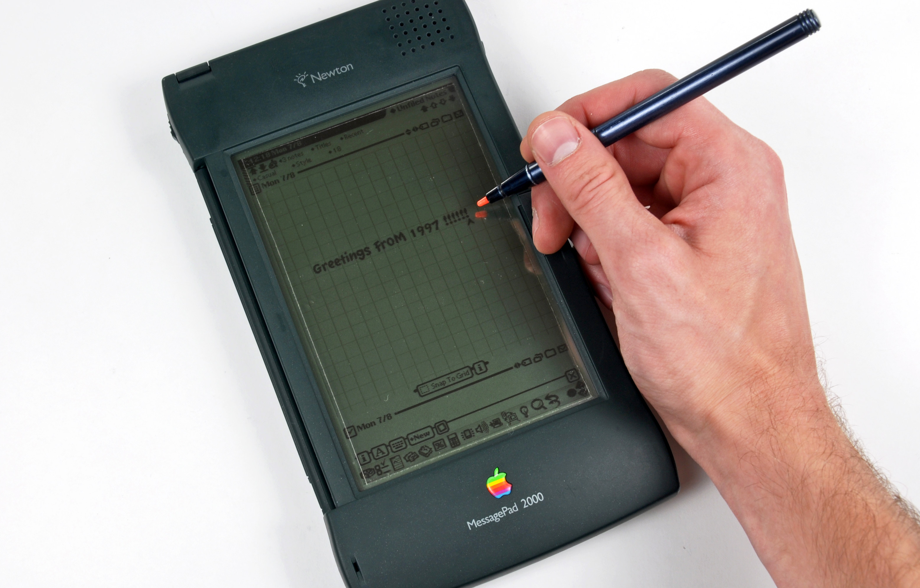 Apple Newton, MessagePad (1998). Photo iFixit.